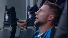 Hậu vệ Milan Skriniar đã gần như ngất đi sau trận đấu hôm 26-1