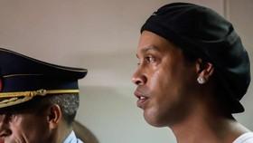 Ronaldinho bị quản thúc ở Paraguay