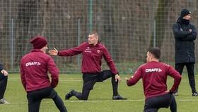 Toàn đội Dynamo Dresden cách ly, bóng đá Đức có nguy cơ dừng tiếp