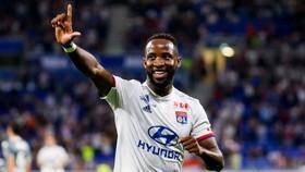 Tiền đạo Moussa Dembele đang được nhiều CLB Premier League dạm hỏi