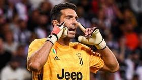 Gigi Buffon trước ngưỡng kỷ lục Serie A