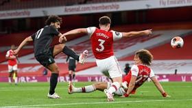 Arsenal bất ngờ thắng ngược Liverpool