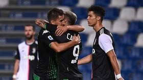 Các cầu thủ Sassuolo mừng bàn thắng