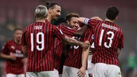 AC Milan mửng chiến thắng Bologna 5-1