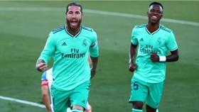 Sergio Ramos ghi bàn thắng thứ 100 cho Real Madrid