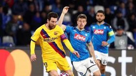 Lionel Messi liệu có giúp Barcelona vượt qua Napoli