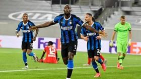 Rimelu Lukaku mừng bàn thắng