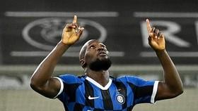 Romelu Lukaku gthi những bàn thắng dw9e5p làm các fran Man United tiếc nuối
