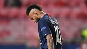 Neymar chỉ bị cấm 2 trận