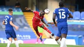 Sadio Mane đánh đầu ghi bàn.