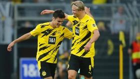 Haaland và Giovanni Reyna mừng bàn thắng