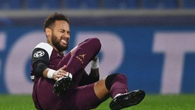 Neymar lại dình chấn thương ở Champions League