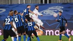 Sergio Ramos ghi bàn trong cuộc rượt đuổi tỷ số với Inter Milan