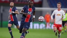 Danilo mới được mượn từ Porto hồi đầu tháng 10, chưa thích ứng được với đội hình PSG