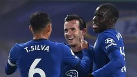 Các tân binh Chelsea mừng chiến thắng