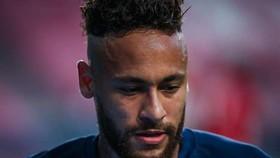 Neymar đang vất vả với chấn thương