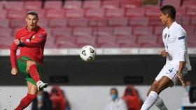 Ronaldo bất lực khi Bồ Đào Nha bị Pháp loại pở Nations League