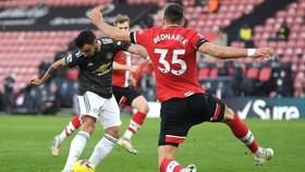 Man United thắng ngược trên sân St.Mary's