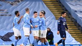 Các cầu thủ Manchester City mừng bàn thắng của Sergio Aguero  (10)