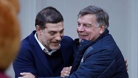 Sam Allardyce (phải) thay thế Slaven Bilic