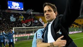 HLV Simone Inzaghi  ăn mừng chiến thắng