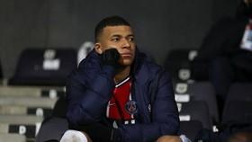 Kylian Mbappe thất vọng sau khi rời sân mà không ghi bàn
