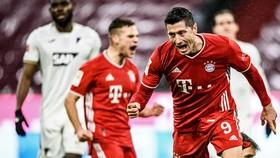 Robert Lewandowski ghi bàn thắng thứ 24 mùa này