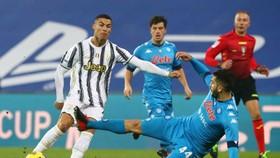 Ronaldo trong trận đấu với Napoli