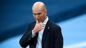 HLV Zinedine Zidane đau đầu vì chấn thương