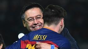 Cựu chủ tịch Josep Maria Bartomeu và trò dơ bẩn với Messi