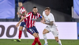 Lịch thi đấu vòng 26 La Liga: Máu lửa trận derby thành Madrid, Barca 'ngư ông hưởng lợi'