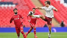 Arsenal (trái, David Luiz) có cơ hội trả mối hận thua 1-3 ở lượt đi