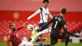 Son Heung-min ghi cú đúp trong chiến thắng tưng bừng ở Old Trafford