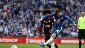 Mason Mount sút bóng trước khung thành Leivester trong trân chung kết cúp FA ở Wembley