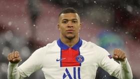 Kylian Mbappe sẽ tiếp tục chơi cho PSG
