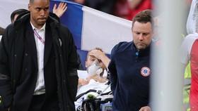 Christian Eriksen đã vượt qua thời khắc nguy kịch, tiếp tục được điều trị tại bệnh viện.