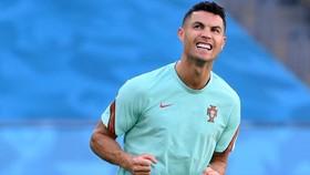 Bỉ sẽ không phân người bám chặt Ronaldo