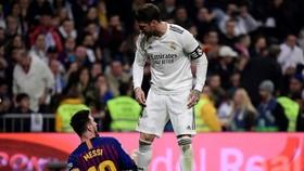 Messi thường là nạn nhân những đòn tiểu xảo của Sergio Ramos