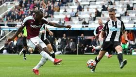 Antonio ghi bàn ấn định chiến thắng cho West Ham
