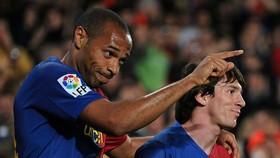 Thierry Henry từng sánh vai với Messi trong đội hình siêu mạnh ở Barcelona