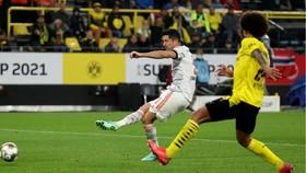 Robert Lewandowski ghi bàn vào lưới đội bóng cũ