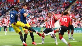 Paul Pogba tỏa sáng vẫn không đủ để Man United ghi chiến thắng ở St.Mary'