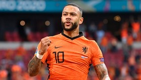 Memphis Depay mừng cú hat-trick ở tuyển Hà Lan