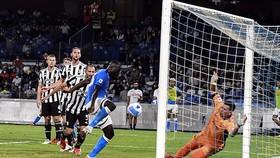 Kalidou Koulibaly ghi bàn ấn định chiến thắng cho Napoli