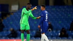Chelsea lo lắng mất Mendy trong trận quyết chiến với Man City