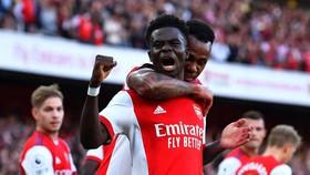Bukayo Saka ghi bàn trận derby London khi mới 20 tuổi 20 ngày
