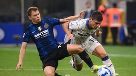 Inter Milan chia điểm với Atalanta