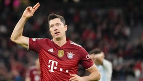 Robert Lewandowski ghi cú đúp cho Bayern