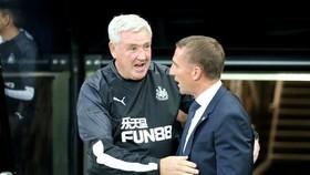 Brendan Rodgers (phải) là người thay thế lý tưởng cho Steve Bruce