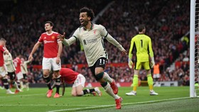 Mo Salah trở thành cầu thủ đầu tiên ghi hat-trick ở Old Trafford sau 18 năm